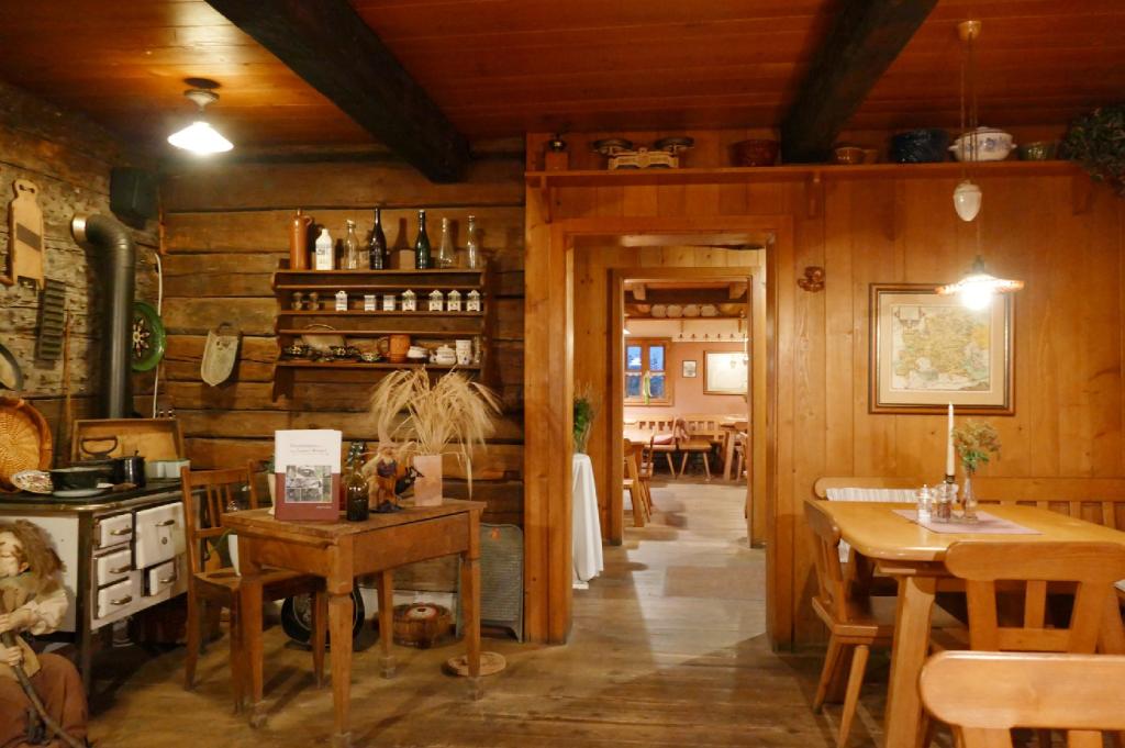 Waldlerhaus Lam kleiner Gastraum